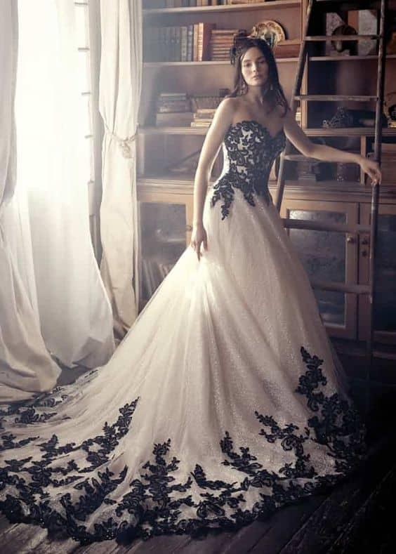 vestido de noiva branco com renda preta