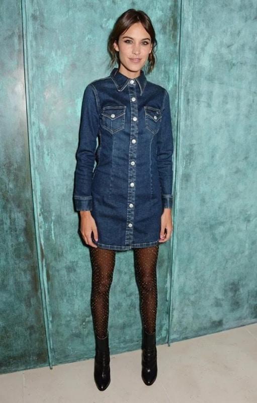 como usar vestido jeans de manga longa com meia calça