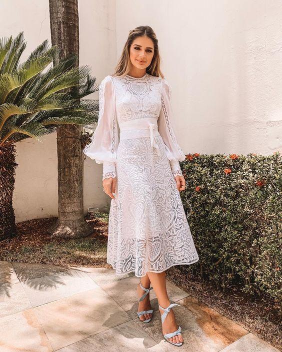 look com vestido midi rodado branco de mangas longas