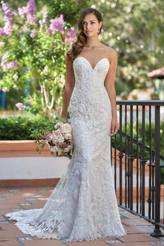 vestido de noiva em renda com decote coração e sem alças