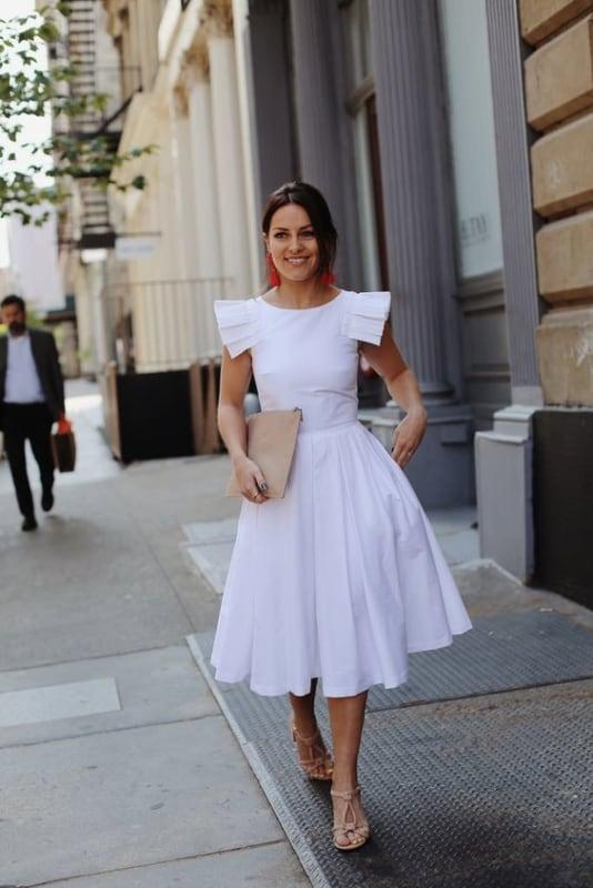 look com vestido midi branco de saia rodada
