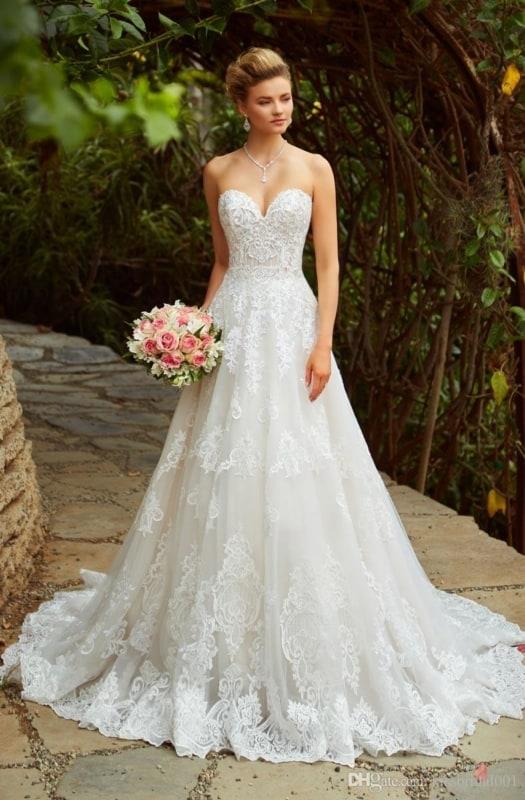 vestido de noiva tomara que caia com saia rodada em renda