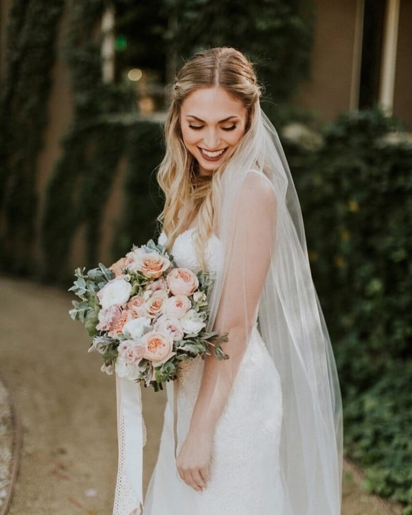 penteado de noiva simples com véu