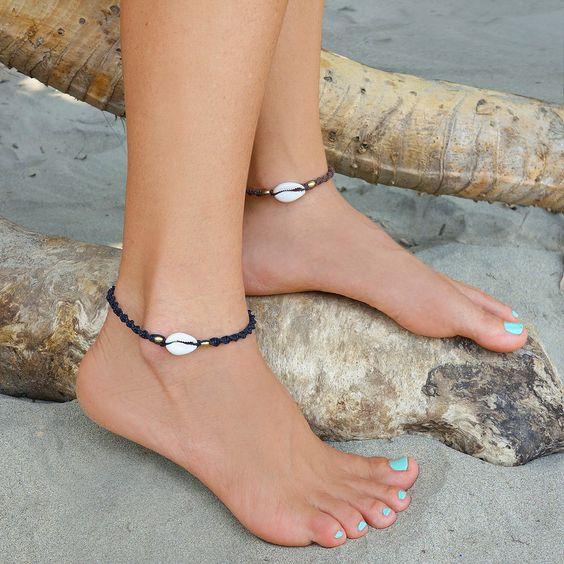 tornozeleira de praia com búzios