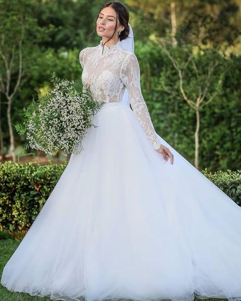 vestido de noiva princesa com saia de tule e renda