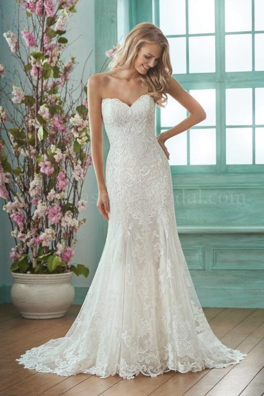 vestido de noiva com renda e decote tomara que caia