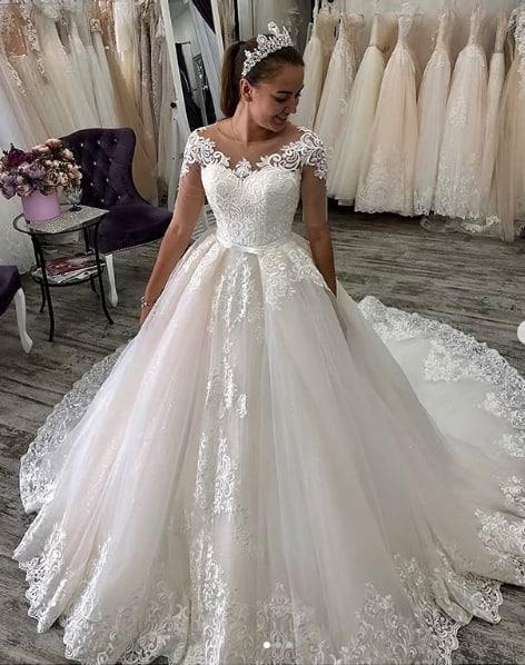vestido de noiva princesa com renda e calda