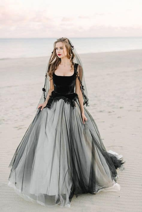 vestido de noiva princesa em preto e branco