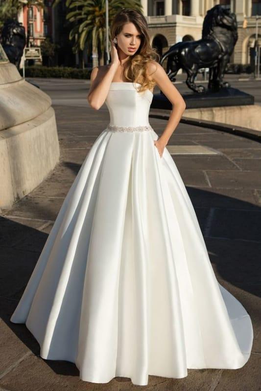 vestido de noiva minimalista com decote reto e sem alças