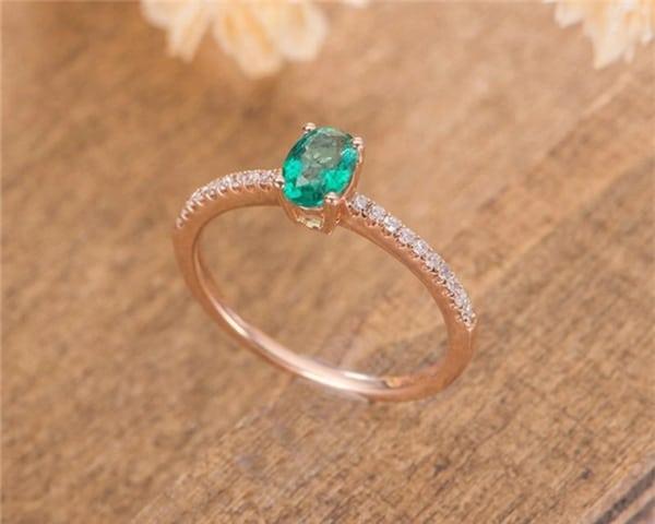 anel de esmeralda em ouro rosé