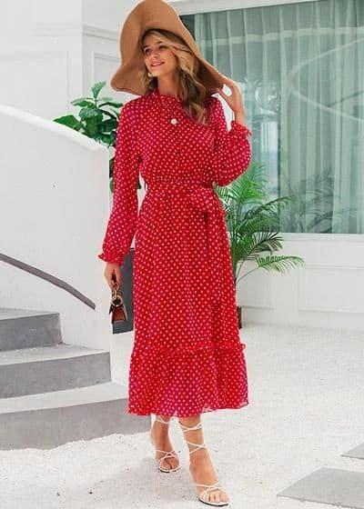 look com vestido vermelho de mangas longas e saia rodada