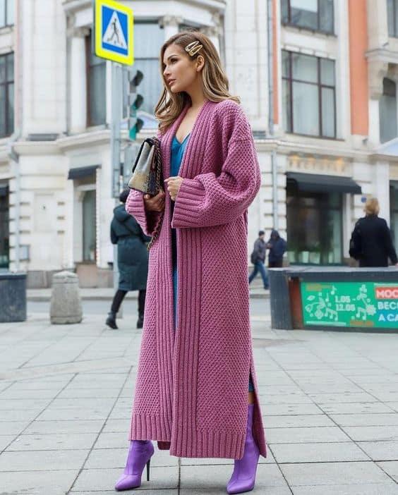 look feminino com casaco rosa de inverno