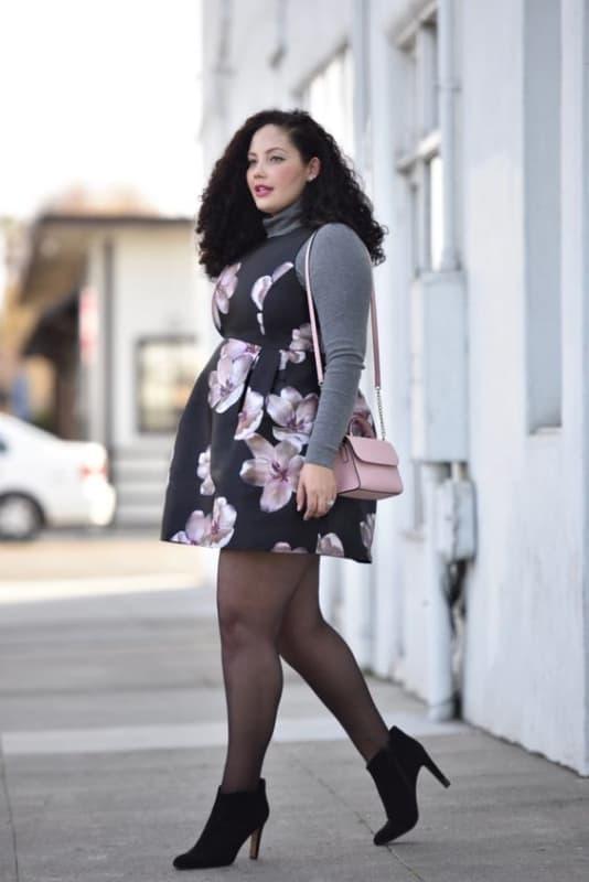 look plus size de inverno com vestido e meia calça