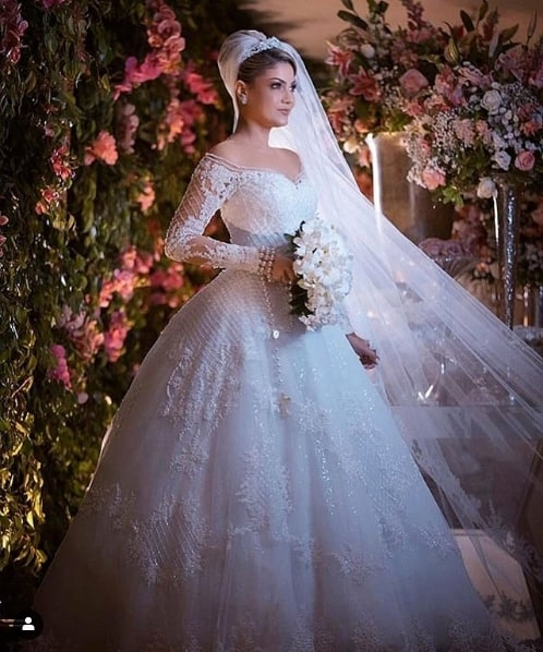 vestido de noiva com manga longa e brilho