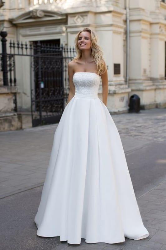 vestido de noiva de cetim com decote tomara que caia reto