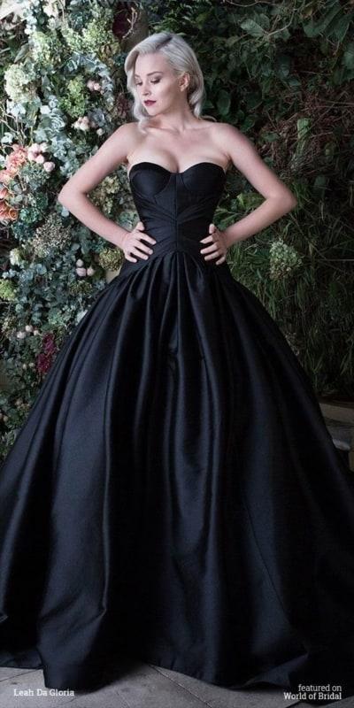 vestido de noiva preto com decote tomara que caia