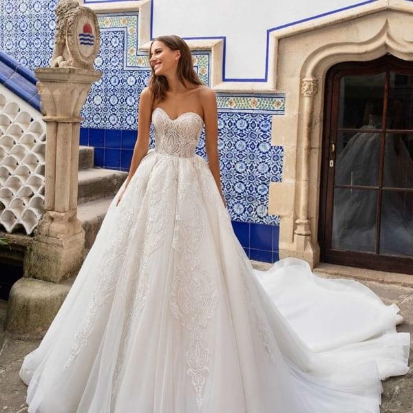 vestido de noiva tomara que caia e com saia rodada