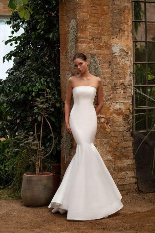 vestido de noiva sereia em cetim e com decote reto