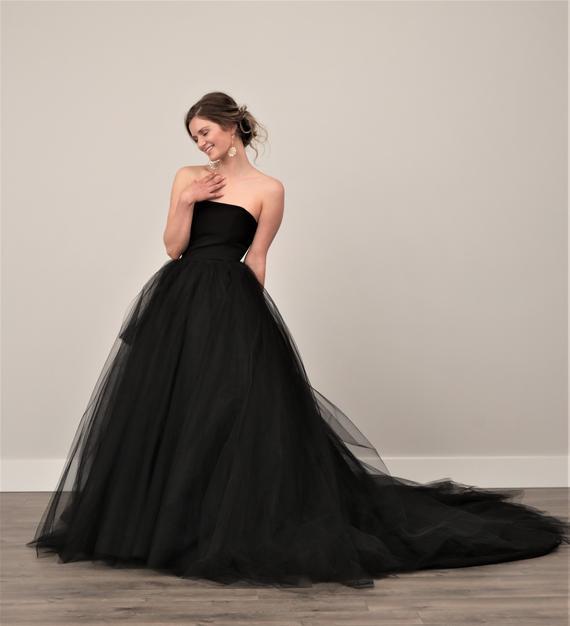 vestido preto com calda para noiva
