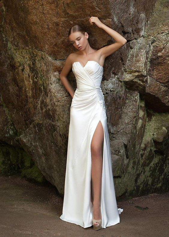 vestido de noiva de cetim com fenda
