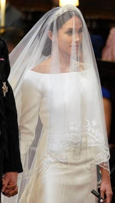 penteado preso com tiara e véu