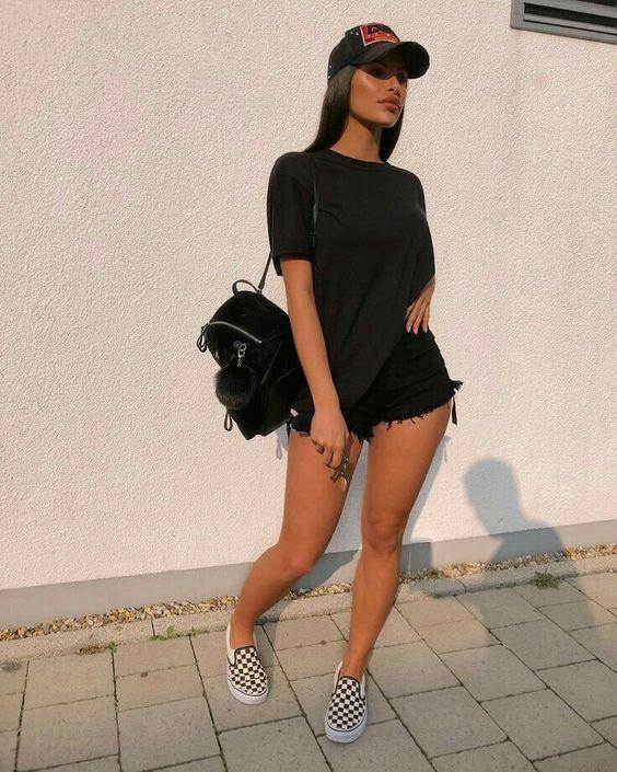 estilo tumblr com short e blusa preta