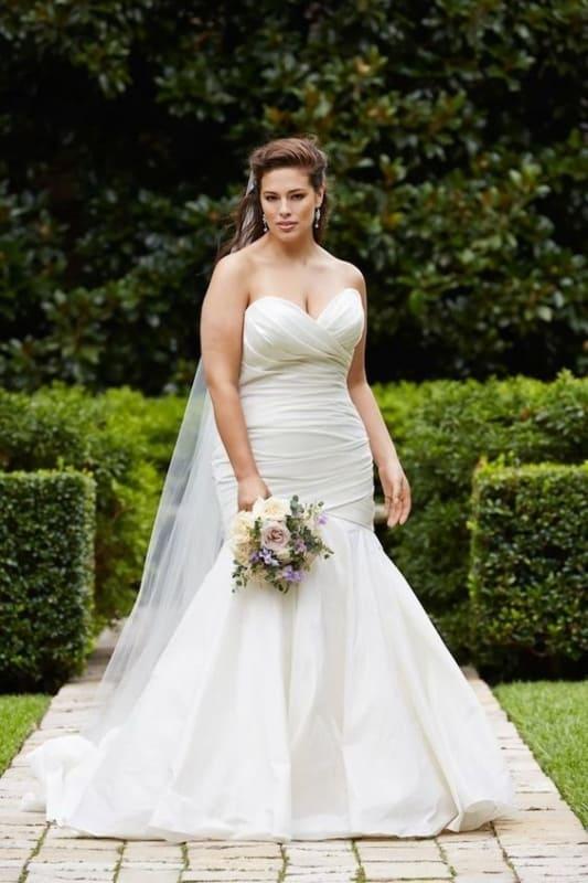 vestido de noiva sereia plus size e tomara que caia