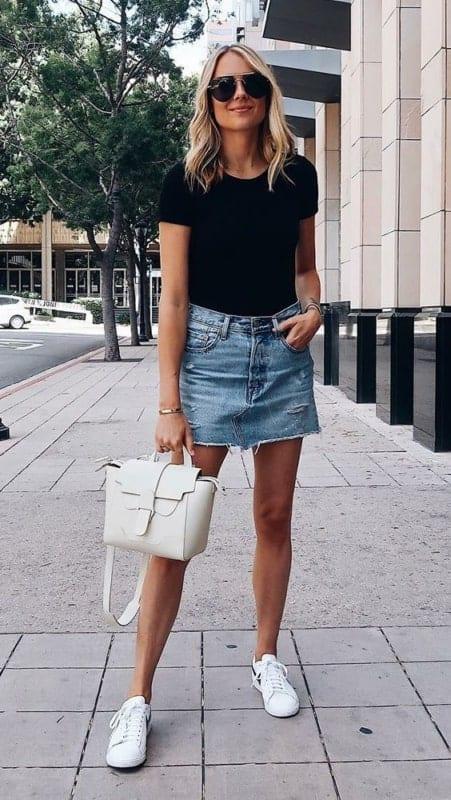 look tumblr com blusa preta e saia jeans