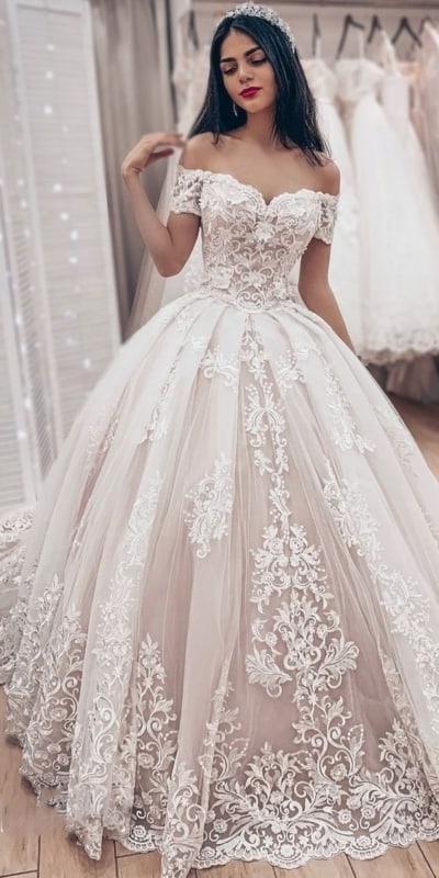 noiva com vestido princesa de decote ombro a ombro
