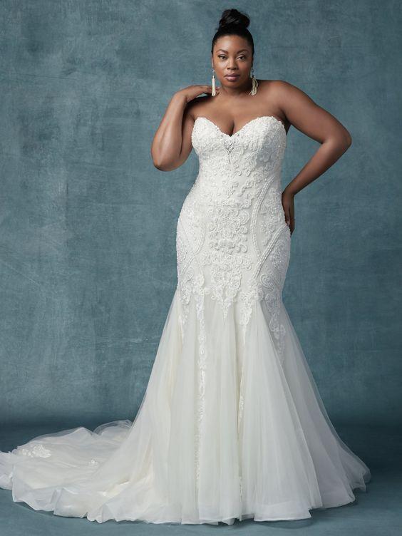 vestido de noiva plus sem alça e com tule
