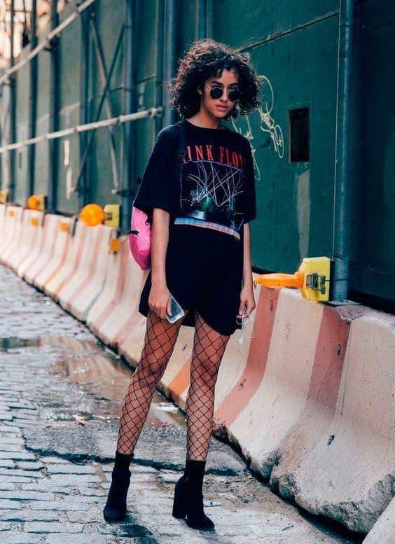 look com camiseta oversized e meia arrastão para Rock in Rio