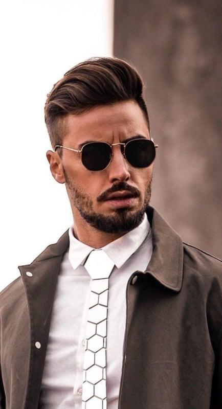 look social masculino com óculos de sol