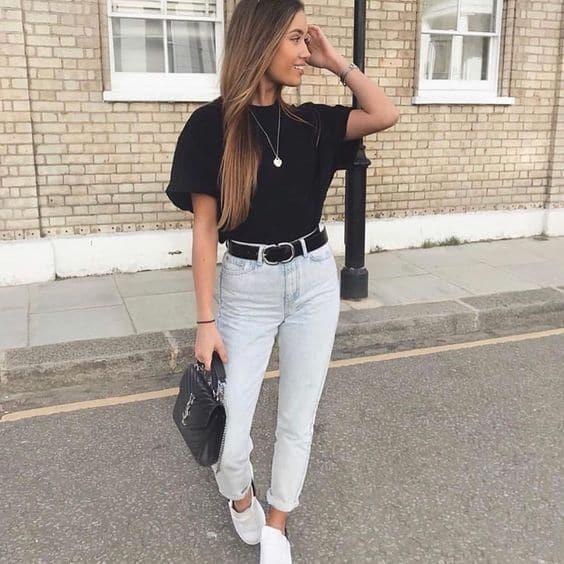 look tumblr com camiseta preta e calça jeans