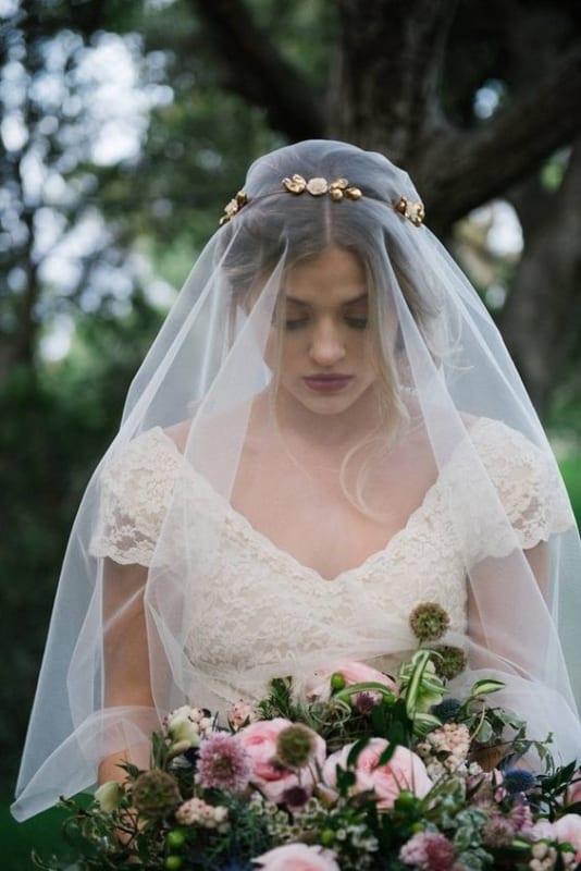 penteado de noiva com véu para casamento ao ar livre