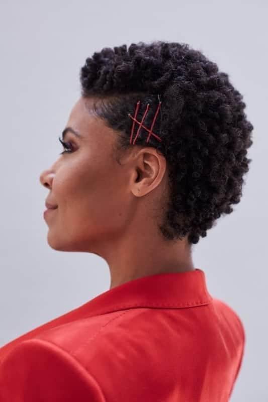 penteado simples de cabelo afro para casamento