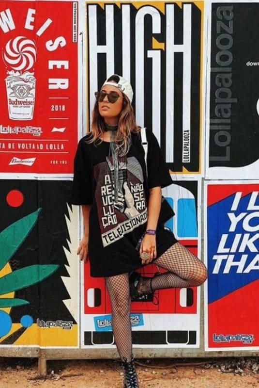 look feminino com meia arrastão para Rock in Rio