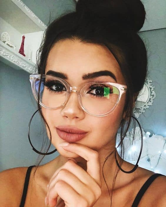 como usar óculos de grau feminino com armação transparente