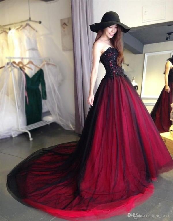 vestido de noiva vermelho com tule preto