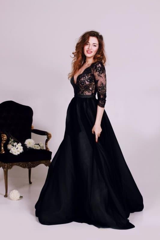 vestido de noiva preto com mangas de renda