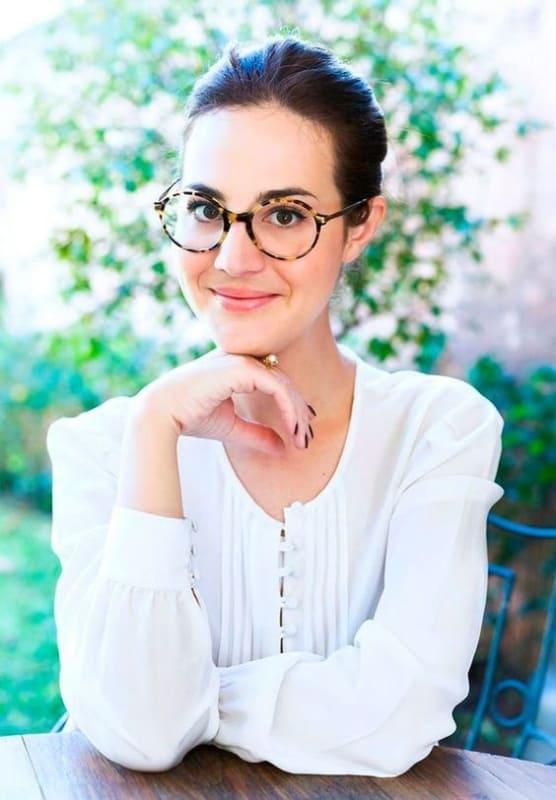 como usar óculos de grau feminino com armação tartaruga