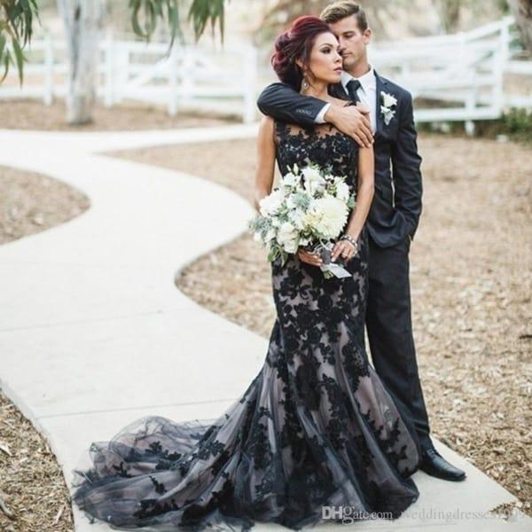 vestido de noiva com aplicação de renda preta