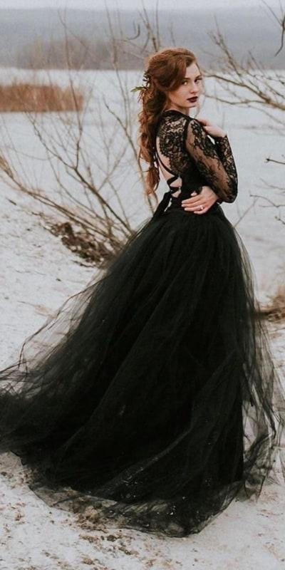 noiva com vestido de saia de tule e renda francesa preta