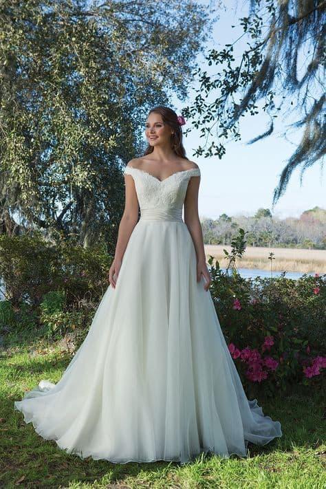noiva com vestido princesa simples e romântico