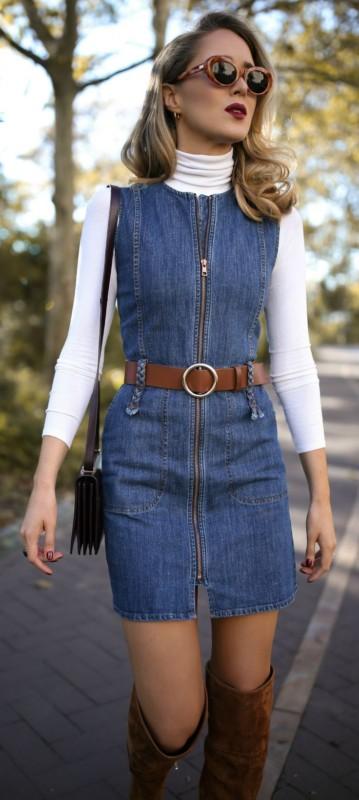 vestido jeans com blusa de frio por baixo