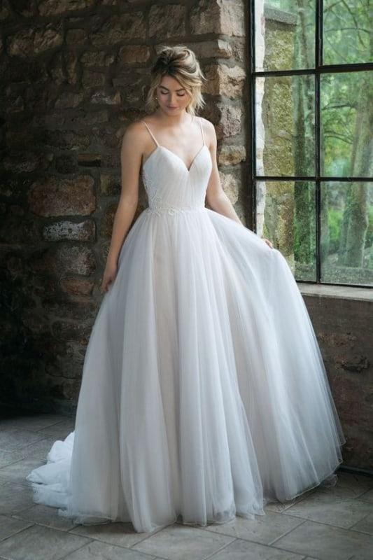 noiva com vestido rodado simples