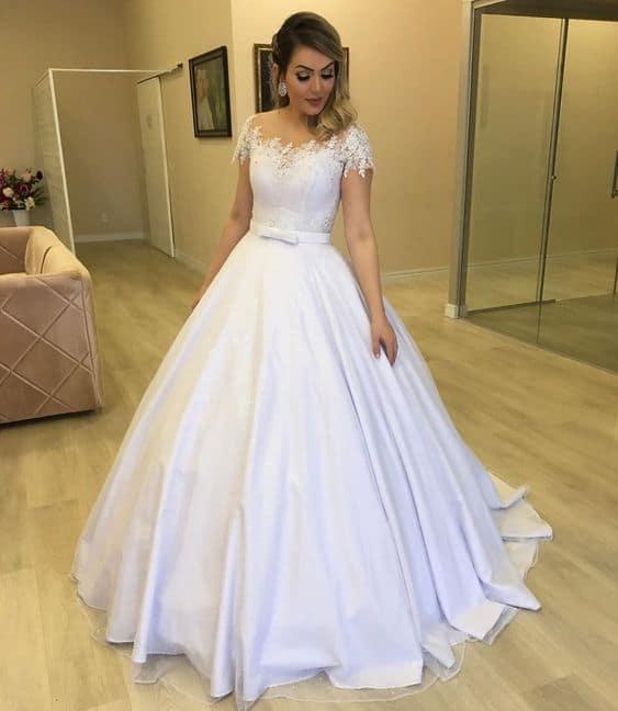 noiva com vestido princesa rodado e simples