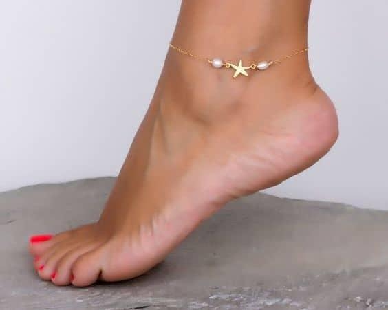 tornozeleira delicada com pérolas
