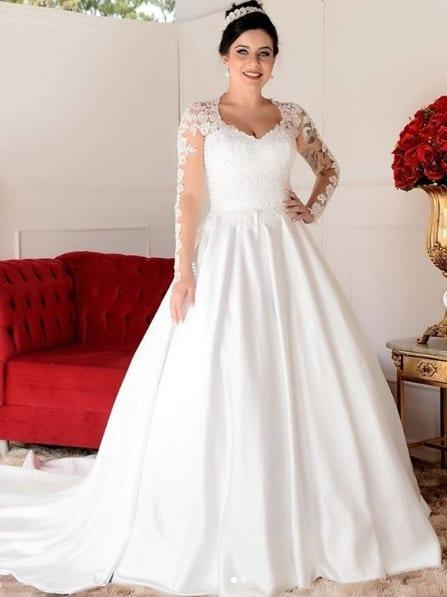 noiva com vestido princesa simples de manga longa