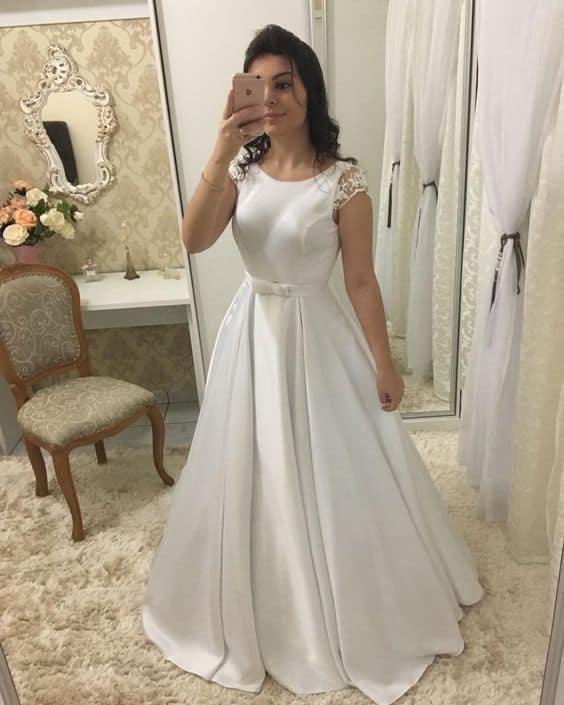 vestido de noiva minimalista com manga curta