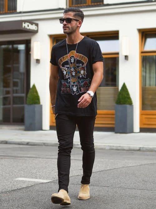 look masculino com camiseta preta para Rock in Rio
